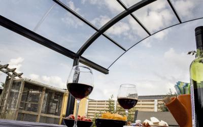 ACsystems_ontspannen_wijn_glashelder_terras_overkapping_gebogen