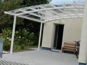 AC systems terrasoverkapping met glasheldere massieve polycarbonaat