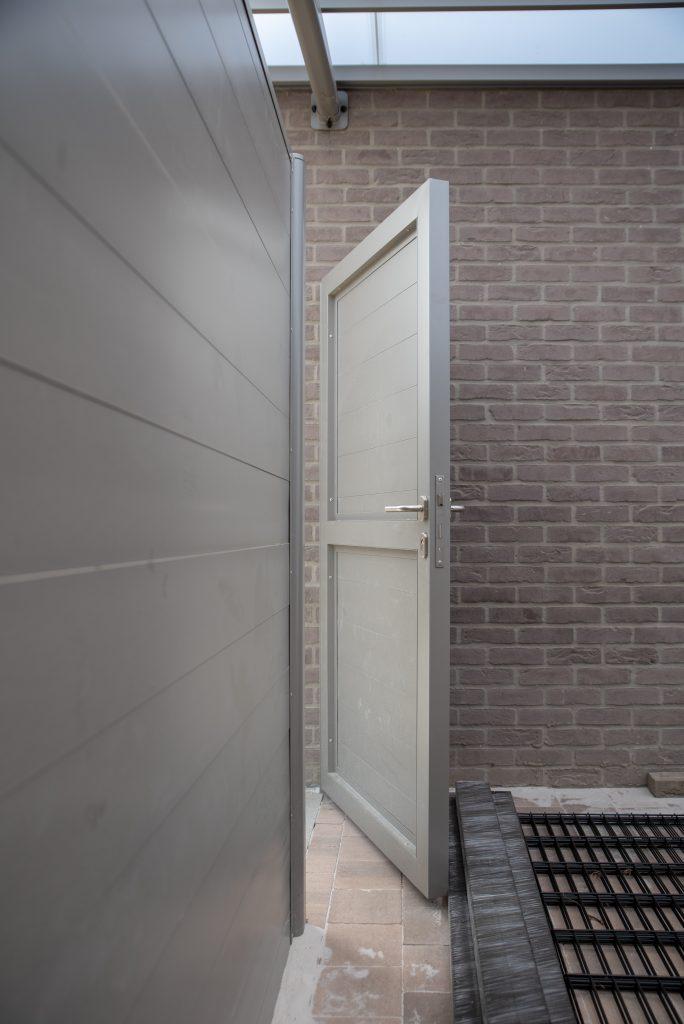 Carport deur berging