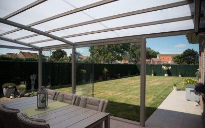 AC systems dichtgebouwde terrasoverkapping met schaduwgevende dakbedekking